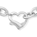 silver-hearts-bracelet-close-up-clasp